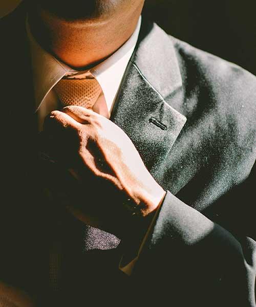 Avvocato d'affari, chi è, cosa fa e quanto guadagna
