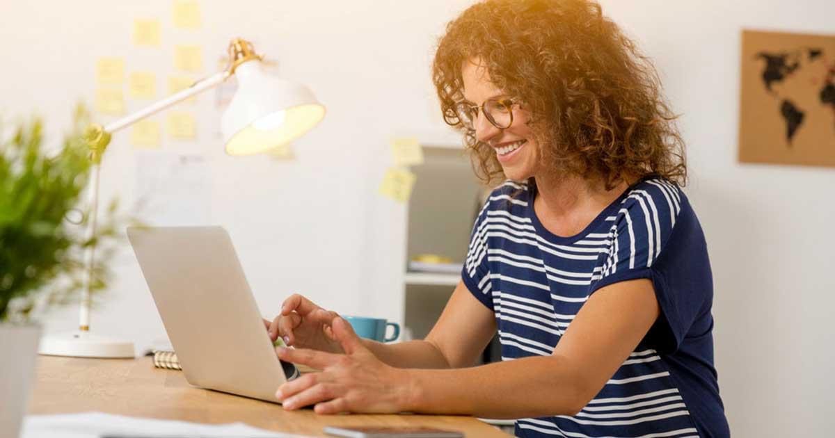 È il momento per migliorare la tua carriera, anche se a distanza sociale: i consigli di Forbes