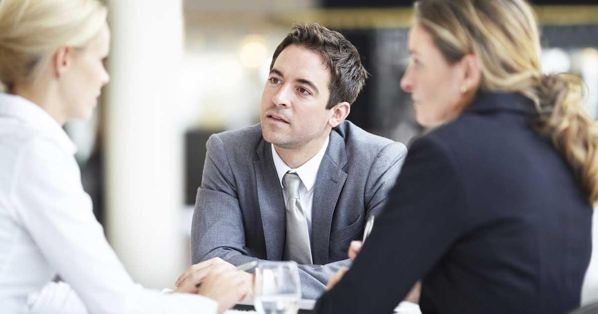 Quanto è importante il contatto visivo in un colloquio di lavoro?