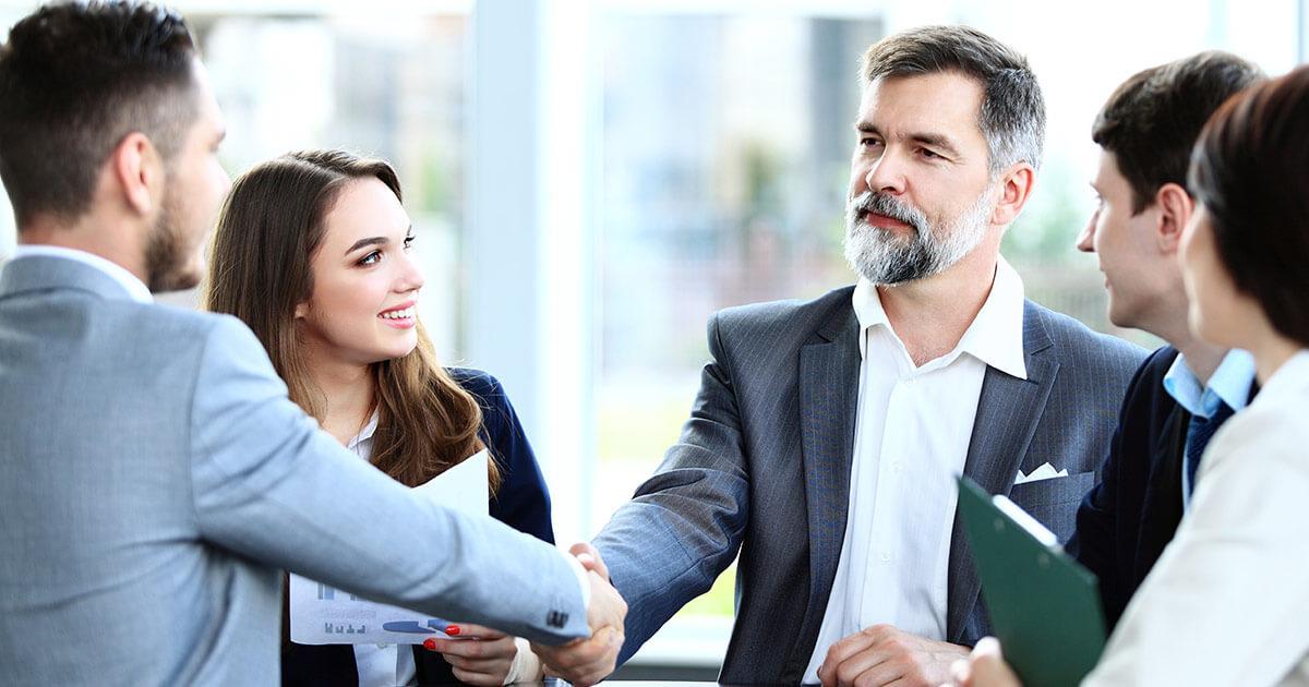 Colloquio di lavoro e linguaggio del corpo, come controllarlo al meglio: alcuni consigli