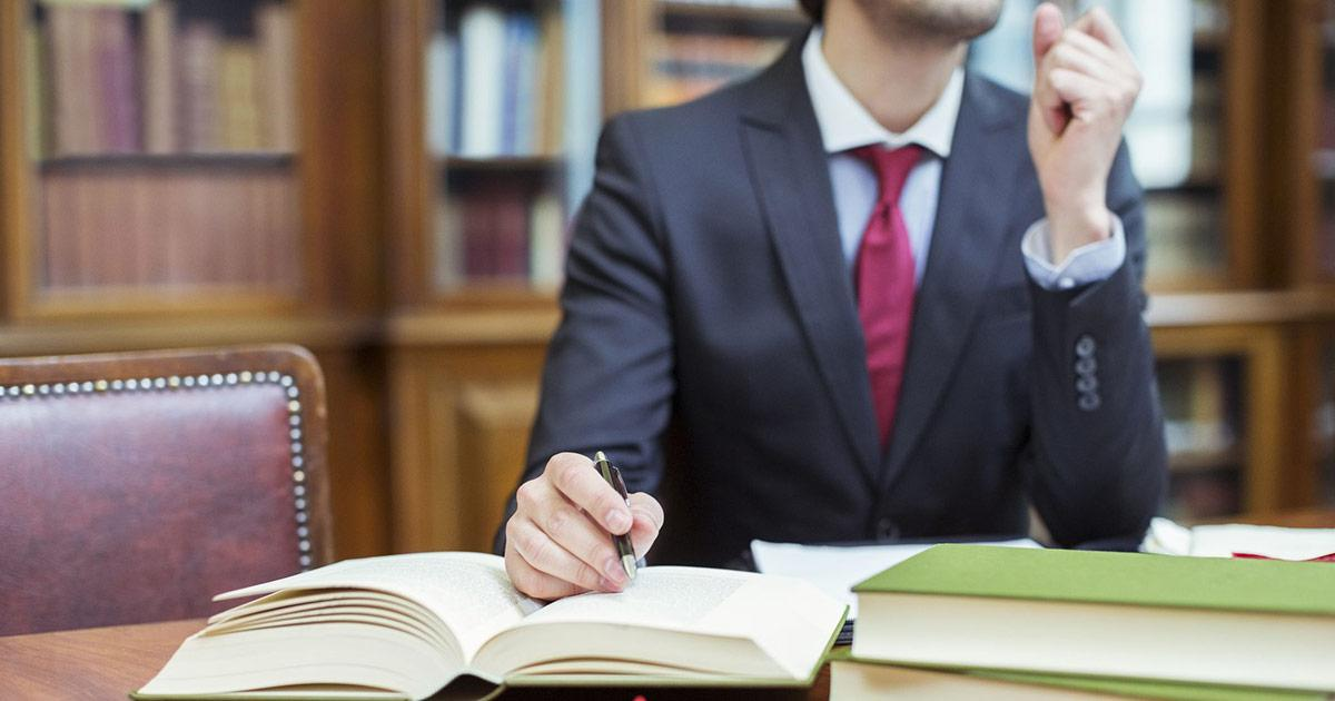 Giurista d'impresa, chi è, cosa fa e come diventare: il master per trovare lavoro