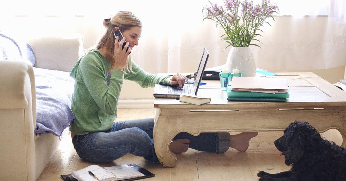 Smart working, i consigli di Linkedin per lavorare bene da casa e con i propri figli