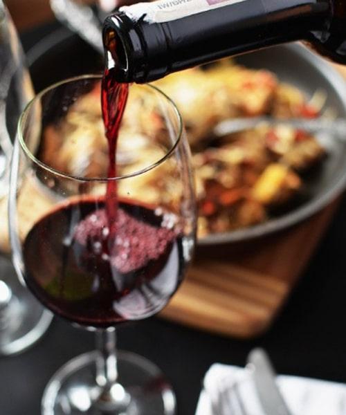 Wine export manager, cosa fa, e perché può essergli utile frequentare un master